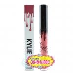 Kylie : Matte Liquid Lipstick # Posie K ลิปเนื้อแมตท์ เม็ดสีแน่น กลบสีปากเดิมได้ดี แม้เพียงทางแค่ครั้งเดียว เนื้อลิปเนียนนุ่ม ทางง่าย ไม่เป็นคราบ ริมฝีปากดูชุ่มชื่นไม่แห้ง