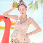 ชุดว่ายน้ำ ทูพีช สีชมพูสวย ขายพร้อมเสื้อคลุมผ้าถักสีขาว
