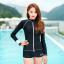 ชุดว่ายน้ำแขนยาวซิปหน้า กางเกงขาสั้น สีดำแต่งขอบขาว thumbnail 7