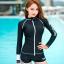ชุดว่ายน้ำแขนยาวซิปหน้า กางเกงขาสั้น สีดำแต่งขอบขาว thumbnail 1