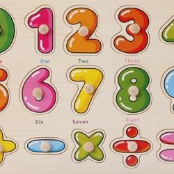 จิ๊กซอว์ไม้หมุด ชุดตัวเลข พร้อมเครื่องหมายต่างๆ มีพื้นหลัง ขนาด 30X20 เซนติเมตร