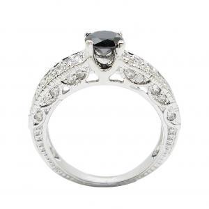 แหวนพลอยสีนิลประดับฐานแหวนด้วยเพชรจิกไข่ปลาชุบทองคำขาว