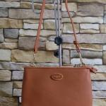 """กระเป๋าแบรนด์ PIMMY ขนาดกว้าง 9"""" สูง 6"""" นิ้ว งานสวยสะพายข้าง งาน 3 ช่องซิบ งานอะไหล่ทองซิบปั๊ม ด้านหน้าติดโลโก้ PIMMY สีตามกระเป๋า กระเป๋าสามารถแยกออกจากกันได้ พร้อมสายสะพายหนังยาว"""