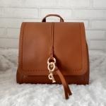 กระเป๋าแฟชั่น เป็นเป้ได้ สะพายข้างได้ ขนาด 4* 9.5 *8.5 นิ้ว ทำได้ 2 ทรง หนังเรียบ ด้านใน 1 ช่อง