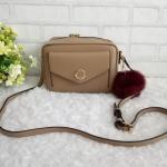 กระเป๋าแบรนด์พิมมี่ ทรงกล่องสวยๆจ้า ขนาด. 3.5*7.5*5 นิ้ว แถมปอมปอม ด้านใน 1 ช่อง ซับในตามสีกระเป๋า สายสะพายยาวปรับได้(สายติดกับตัวกระเป๋า)