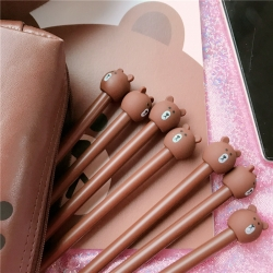 ปากกาหมีบราวน์ (สีน้ำตาล,สีดำคละสี) ราคา 96 บาท/แพค 12 ชิ้น/แพค (ปากกาเจลไส้น้ำเงิน)
